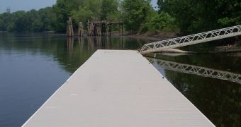 Low profile floating docks